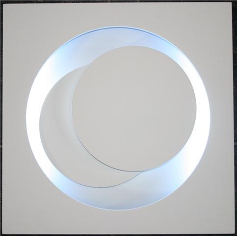 genevieve claisse cercles blancs neon editionsmak