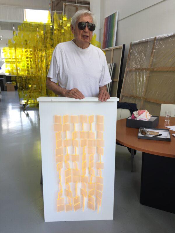 julio-le-parc-edition-sculpture-mobile-orange-translucide-editionsMAK-Mike-Art